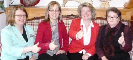 Daumen hoch für Gleichberechtigung: Bettina Blöhm (v.l.), Katja Reitmaier, Rita Hagl-Kehl und Inge Slowik